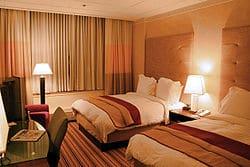 250px-Hotel-room-renaissance-columbus-ohio.jpg