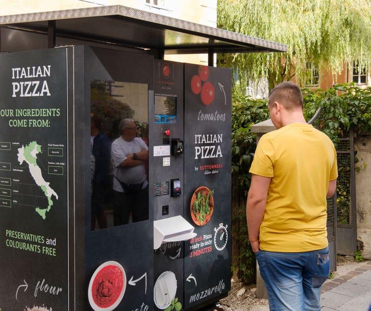 Distributeur automatique de pizza: pourquoi en installer dans son entreprise?