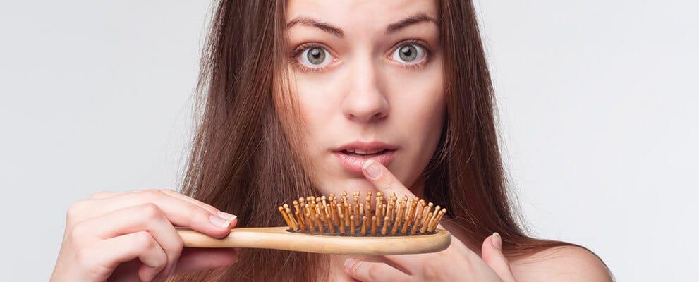 Poudre cheveux : pourquoi ce genre de produit est amené à se développer ?
