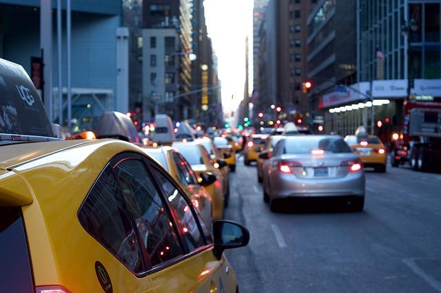 Des voitures à New York pour symboliser le trafic web